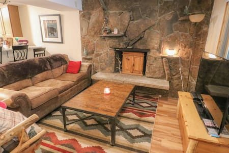 CDC CLEAN! - Mountain Cabin 2 Bedroom Sleeps 6