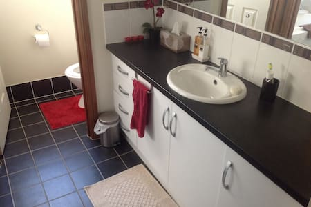 Adelaide friendly clean modern room - West Croydon - Hus
