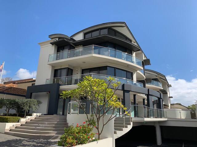 Quiet luxury escape in gorgeous riverside suburb!