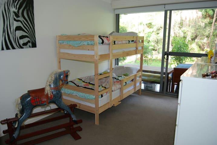 Large outdoor open living apartment - brookvale  - Appartement