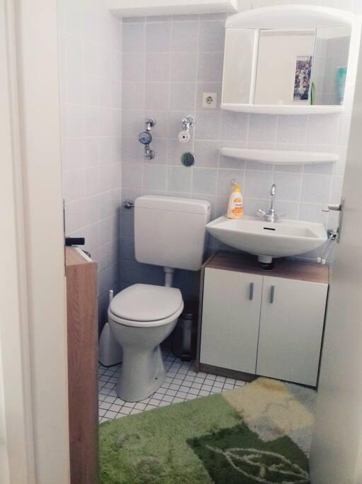 Bad mit Badewanne/Bathroom with a tub