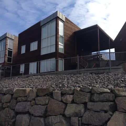 Flott funkishus med havutsikt sentralt i  Sirevåg