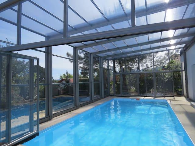 VILLA 12 Pers,piscine chauffée ext/int  mer,golf