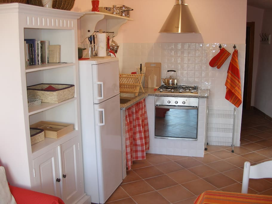 Well equipped kitchen, dining room