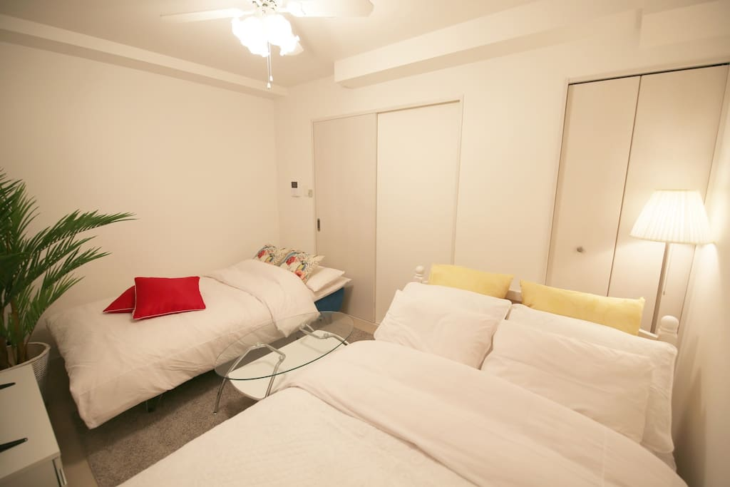 *We used super wide lens for showing entire space. The room is smaller than pictures. お部屋全体を写す為広角レンズを使用しています。実際のお部屋は写真より小さめです。 為了拍攝房間整體的照片,使用了廣角鏡片。實際上房間是比照片上的稍為小。