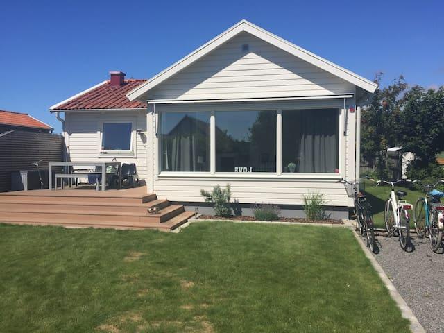 Härlig stuga/hus nära havet - Falkenberg - Casa de campo