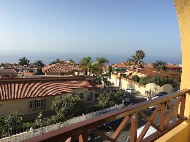 Apartamento luminoso con hermosas vistas - Los Realejos - Selveierleilighet