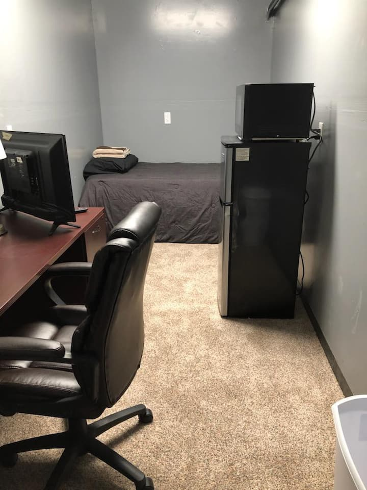 Bonus room in garage for 1 person