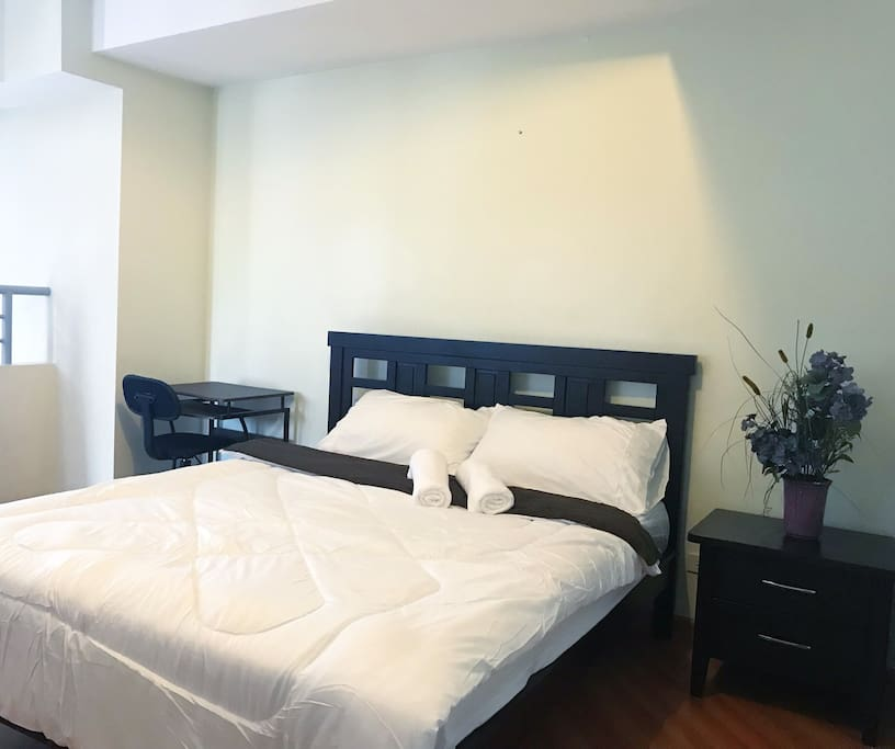 Queen size bed at the loft.