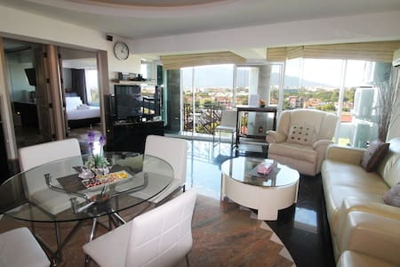 2 luxus bedroom w/fantastic mountain view! - Chiang Mai - Appartement