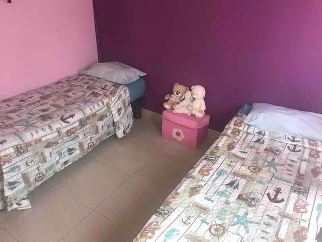 Cónfortable Dormitorio en vía Samborondon