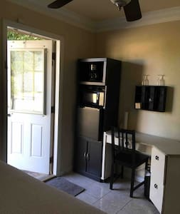 Private Entrance. Private Room. Shared  bathroom