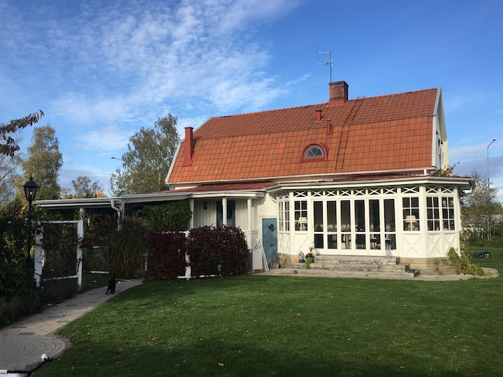 Large Beautiful Villa with lush garden, Kalmar
