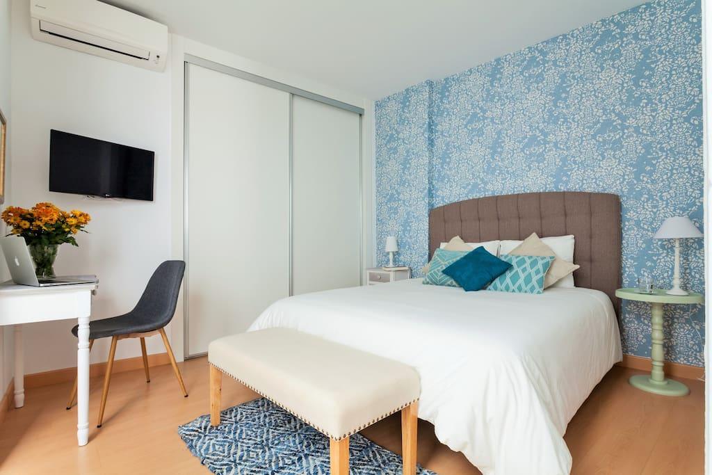 Bedroom with mart TV