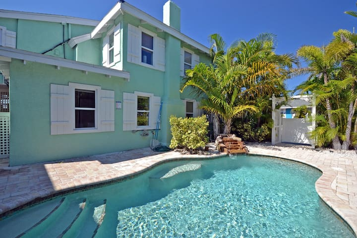 Beach Side Oasis W/ Pool, Short Walk to Restaurants