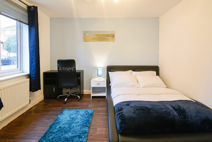 Beautiful Room close to Pride Park and City Centre