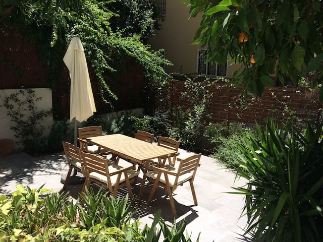 HOUSE with BIG GARDEN, 15 minutes from OLD TOWN