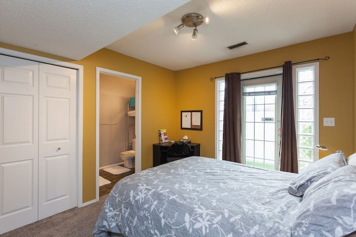 Downtown | Very Private Room /w Ensuite | Parking - Calgary