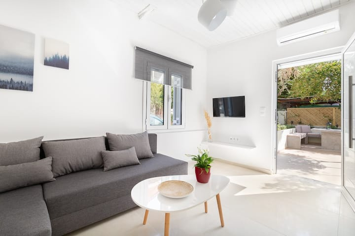 Flat with a yard in a central location- Flat B