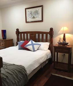 Glad House - room with ensuite - Bed & Breakfast