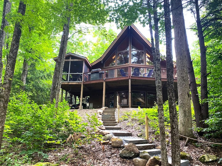 Luxury Lake Home Great For All Seasons