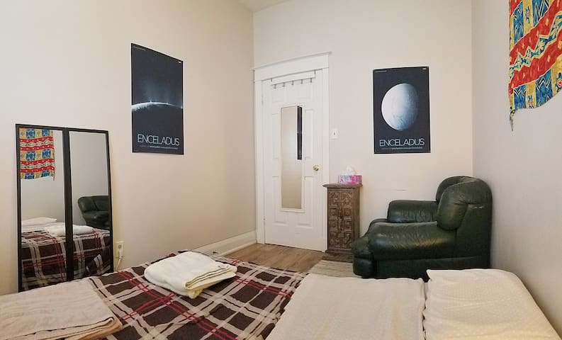 Room Enceladus - Message Before Booking!