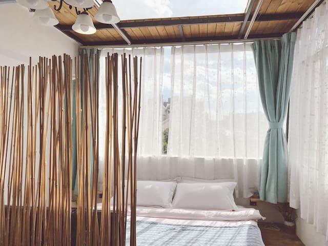 Candy inn 花园阁楼别墅 阁楼房与浴缸大床房 - Kunming - Hus