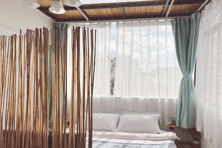 Candy inn 花园阁楼别墅 阁楼房与浴缸大床房 - Kunming - Rumah