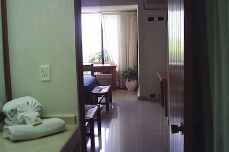 CANCUN SUITE 2 PERSONS FRONT BEACH HOTELS ZONE - Cancún - Appartement