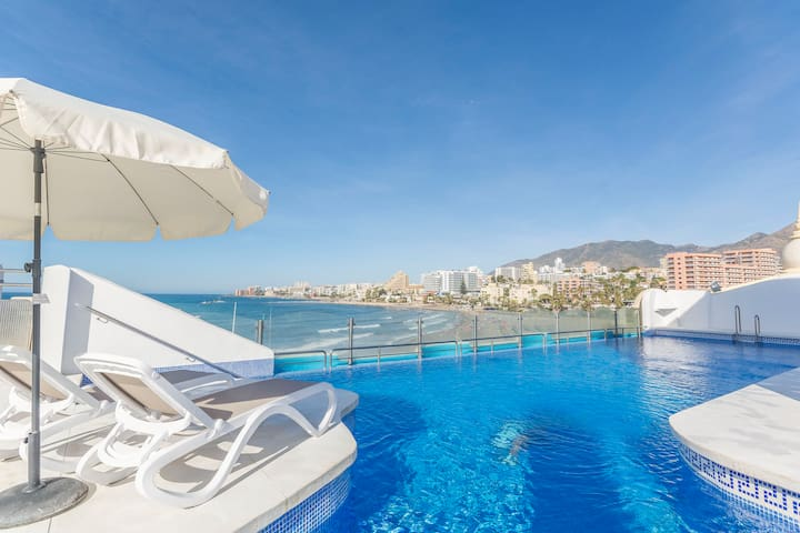 LUXURY, IN PUERTO MARINA,BEACHFRONT,BIG POOL, WIFI