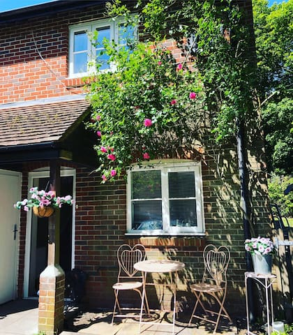Chic Country Cottage, less than 5mins to Goodwood