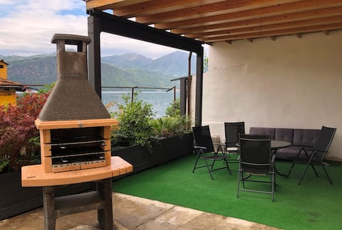 Apartment with terrace overlooking Lake Orta