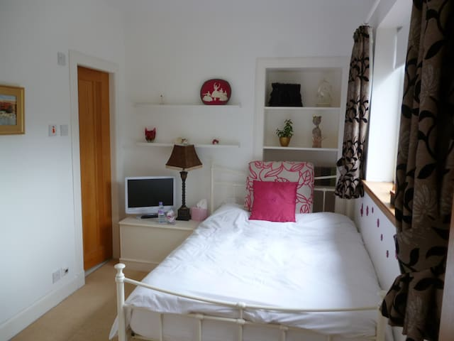 Relaxing, rural double room with ensuite shower - West Lothian - บ้าน