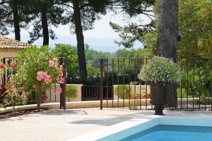 Charming Cézanne Cottage Near Aix city center