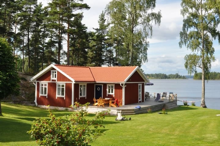 Lovely place by the lake for small AND big groups