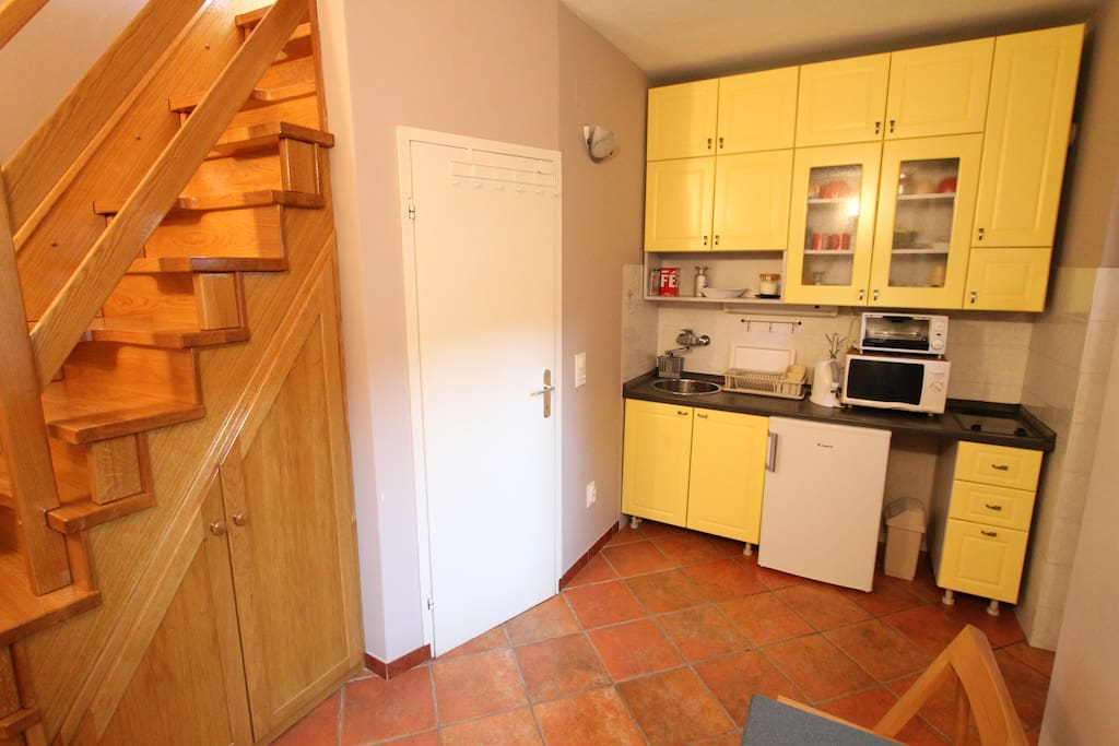 Kitchen (fully fitted)