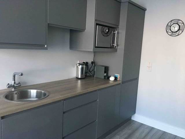 Beautiful, private, modern one bedroom flat