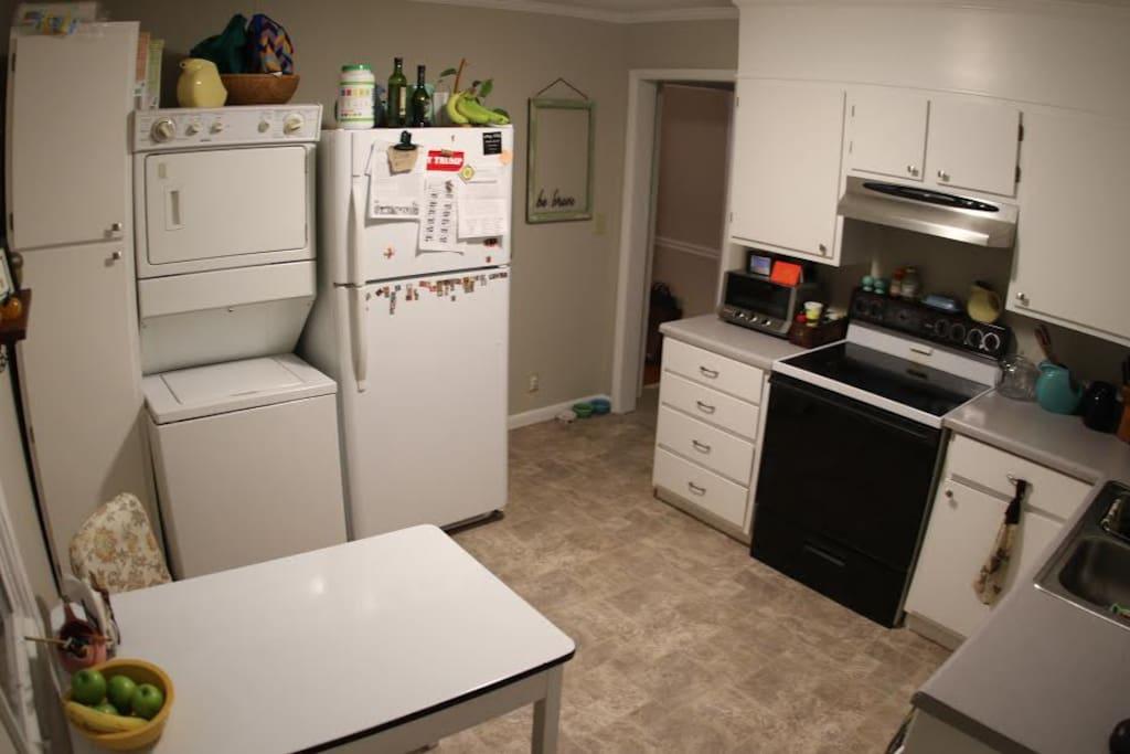 Full amenity eat-in kitchen.