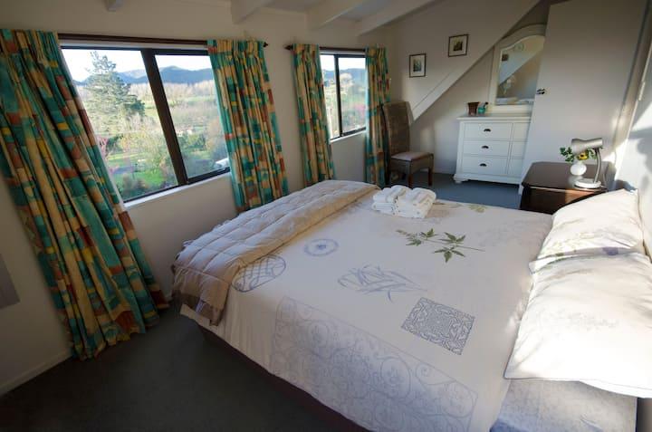 Queen room with private en-suite