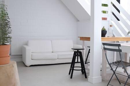 Beautiful double bedroom in loft, artistic space! - Londres