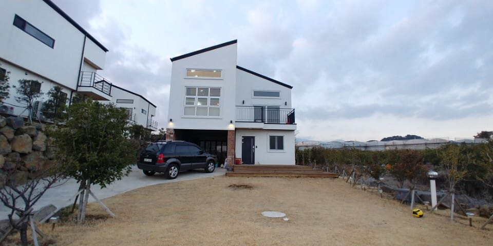 Sunrise and Cozy House / Warm and Comfortable/쇠소깍