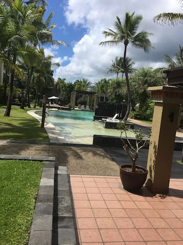 Large room in tow bed room unit - Westcourt - Apartmen