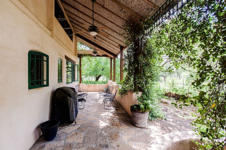 Serene Farmhouse on Natural Reserve - Wimberley - Rumah