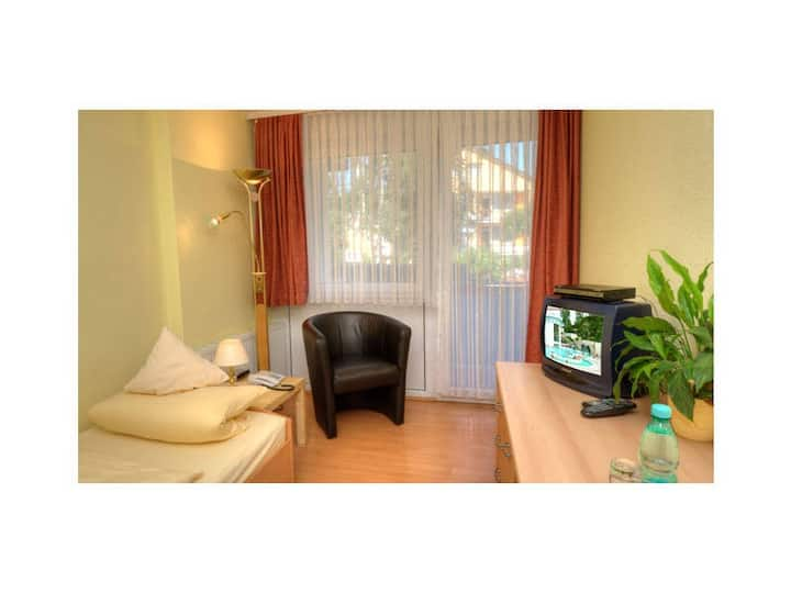 Hotel-Pension Brigitte, (Bad Krozingen), Einzelzimmer mit Dusche/WC