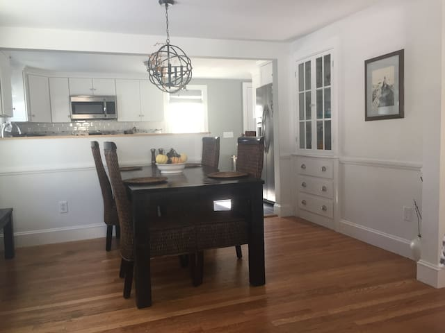 minutes from beaches -- perfect for all - South Portland - House