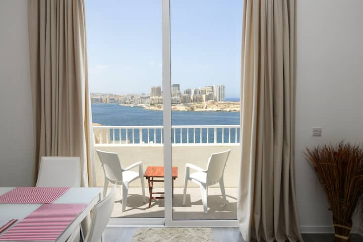 VALLETTASTAY - HARBOR VIEW GEM- SEA VIEW 1 BED APT