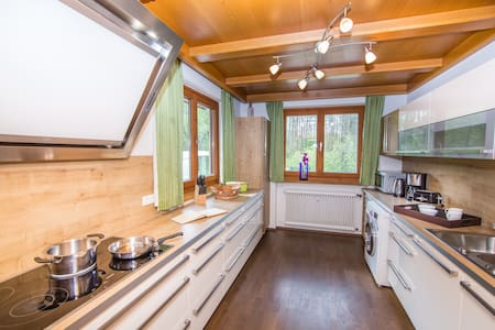 Spacious, family-friendly home minutes from lake