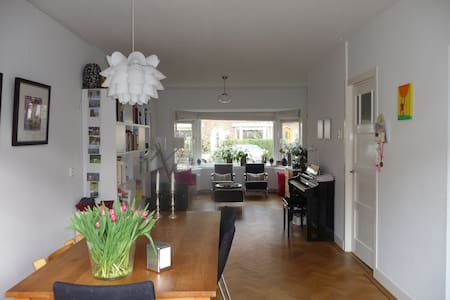 Cosy house in lovely and quiet district in Utrecht - 위트레흐트