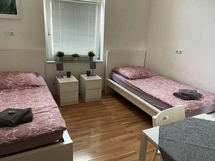 Zwei-Personen-Zimmer 1. OG