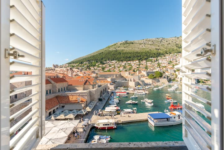 ***La Vecchia Marina Old town harbor Dubrovnik ***